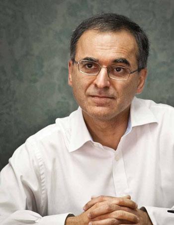 Pavan Sukhdev foi executivo sênior do Deutsche Bank, liderou o estudo A Economia dos Ecossistemas e da Biodiversidade (2010) e é o principal autor do relatório Rumo à Economia Verde, publicado em fevereiro de 2011 pelo Programa de Meio Ambiente da ONU (PNUMA), que o nomeou Embaixador da Boa Vontade no mês passado. Preside desde abril de 2011 a consultoria internacional Gist, especializada em economia verde