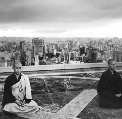 Foto tirada no heliporto do edifício Copan, em São Paulo, onde há sessões de meditação budista / Foto: Leticia Freire