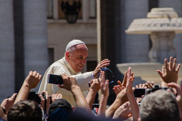 Papa Francisco na Praça de São Pedro, Vaticano (foto: Alfredo Borba/Wikimedia/Creative Commons)