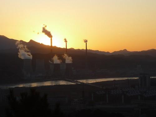 Paisagem industrial de Chengde, China. Foto de Gustavo M/Flickr