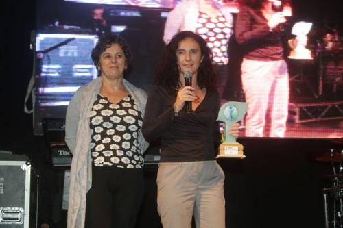 Magali Cabral (à esq.) e Amalia Safatle, durante a entrega do Prêmio Chico Mendes de Jornalismo Socioambiental (foto: divulgação INPRA)