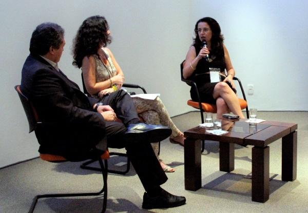 Jorge Soto, Amália Satafle e Rachel Biderman durante o segundo painel do