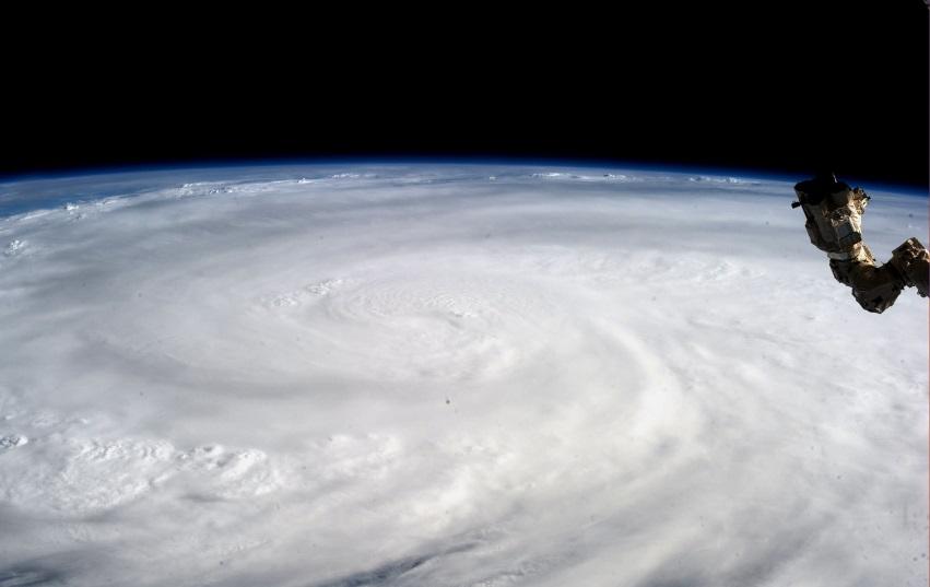 Tufão Haiyan, que atingiu as Filipinas em novembro de 2013, visto da Estação Espacial Internacional (foto: NASA)