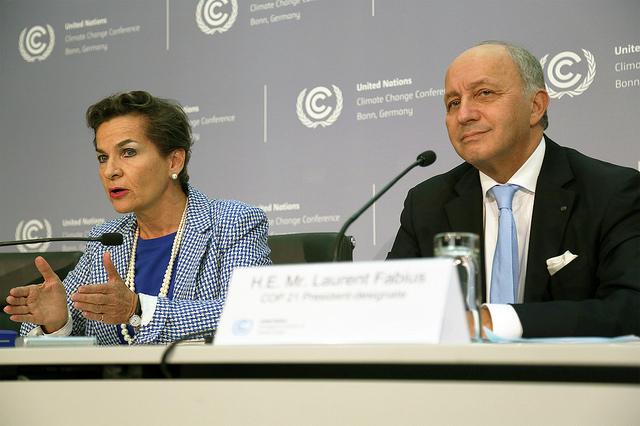 Christiana Figueres, secretária-executiva da UNFCCC, e Laurent Fabius, ministro francês do exterior, durante coletiva em Bonn (foto: UNFCCC/Flickr/Creative Commons)