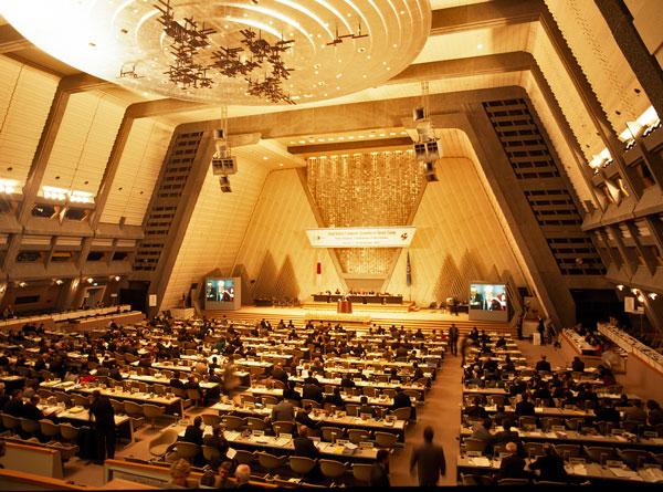 Sessão da 3ª Conferência do Clima da ONU, realizada em Quioto (Japão) em dezembro de 1997. Nesta ocasião, foi finalizada a negociação do Protocolo de Quioto (foto: UN/Audiovisual Library of International Law)