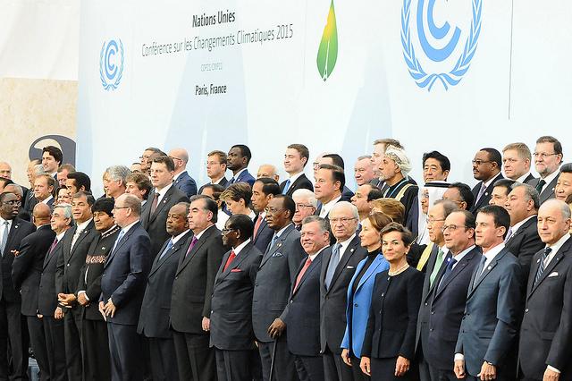 Chefes de Estado e de governo, durante foto oficial da abertura da COP 21 em Paris (foto: UNFCCC/Flickr)