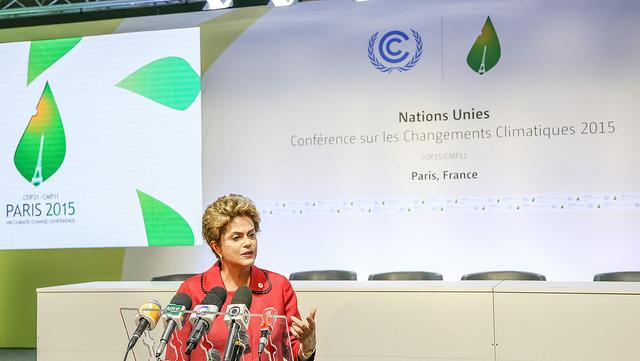 Presidente Dilma Rousseff, durante coletiva de imprensa no primeiro dia da COP 21 (foto: Rafael Carlota/PR)