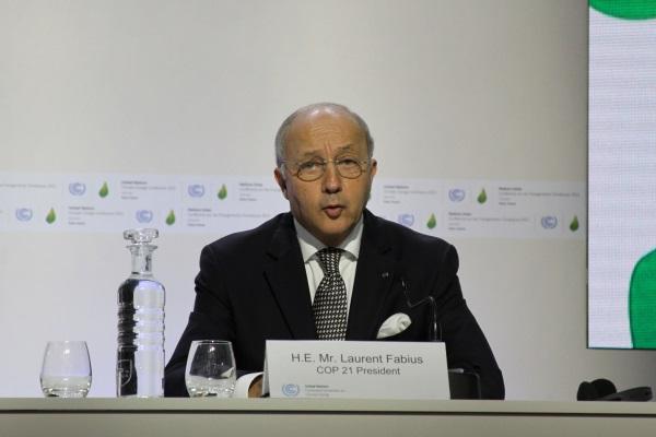 Laurent Fabius, ministro do Exterior francês e presidente da COP 21, durante coletiva de imprensa (foto: Bruno Toledo/P22)