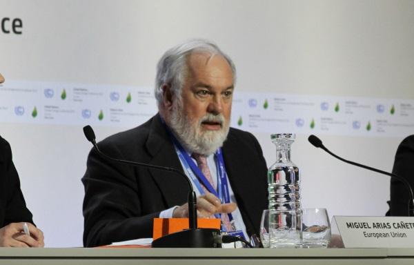 Miguel Árias Cañete, comissário europeu para meio ambiente e clima, em coletiva de imprensa na COP 21 (foto: Bruno Toledo/P22)