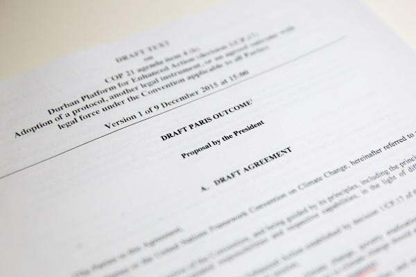 Proposta apresentada por Laurent Fabius nesta quarta (09/12) não foi bem recebida pelos negociadores da COP 21 (foto: IISD/ENB)