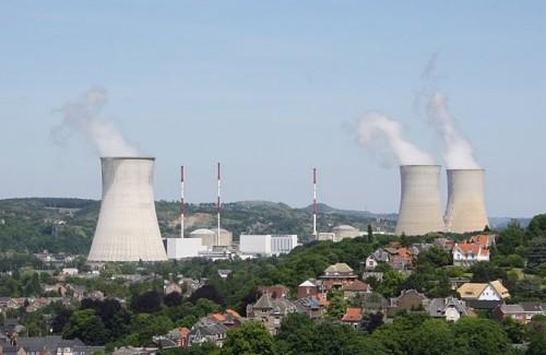 Usina nuclear de Tihange, na Bélgica (foto: Hullie/Wikimedia - Creative Commons)
