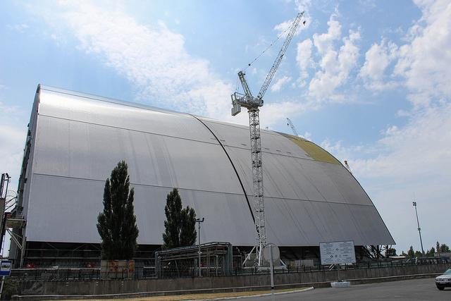 O novo sarcófago de Chernobyl, que deverá ser concluído até o final de 2017 (foto: Timon91/Flickr/Creative Commons)