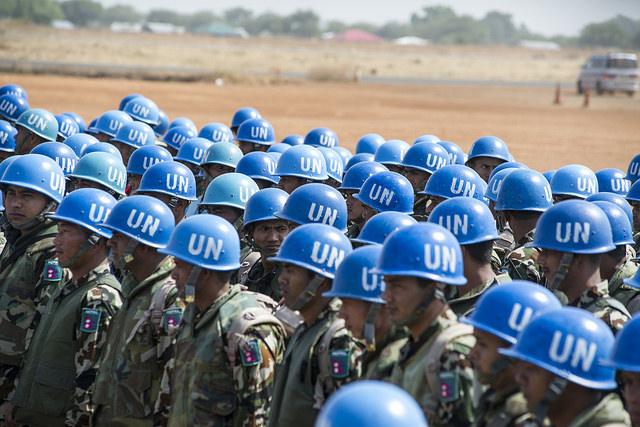 Desembarque de contingente de soldados de paz do Nepal no Haiti, em fevereiro de 2014 (foto: United Nations Photo/Isaac Billy/Creative Commons)