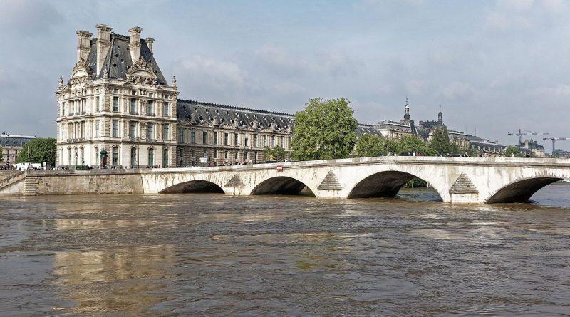 Nível do rio Sena subiu quase seis metros na semana, em decorrência do excesso de chuvas sobre a Europa ocidental nos últimos 15 dias (foto: Thesupermat/Wikimedia Commons/Creative Commons)