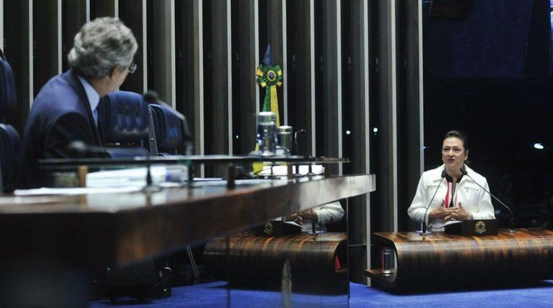 Senadora Katia Abreu (PMDB-TO), relatora do projeto de decreto legislativo que ratifica o Acordo de Paris pelo Congresso Nacional, durante sessão do Senado Federal que discutiu a sua aprovação (crédito: Geraldo Magela/Agência Senado)