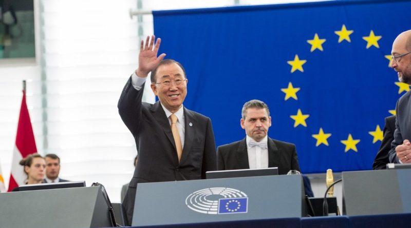 Ban Ki-moon, secretário-geral das Nações Unidas, que discursou no Parlamento Europeu antes da votação sobre a ratificação do Acordo de Paris pela UE (crédito: UN Spokesperson/Twitter)