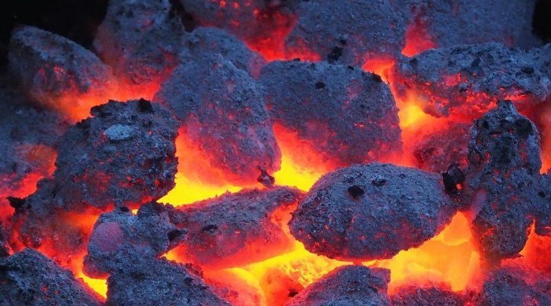 Mesmo com promessas de investimento em fontes limpas, os países do G20 continuaram destinando recursos para projetos de carvão na última década, aponta relatório