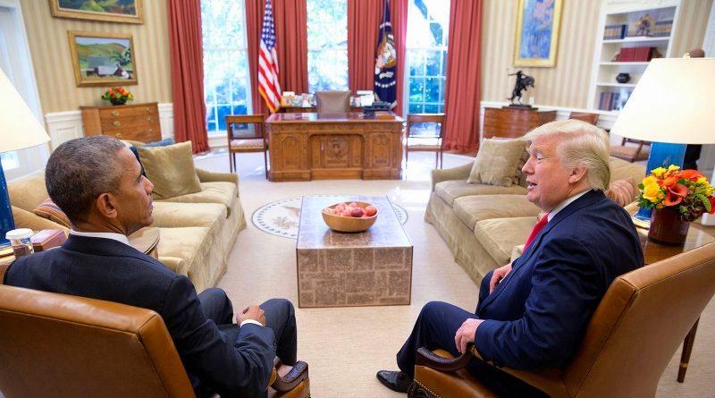 Barack Obama e Donald Trump durante conversa entre o atual e o futuro presidentes dos Estados Unidos no Salão Oval da Casa Branca (crédito: Pete Souza/The White House/Flickr)
