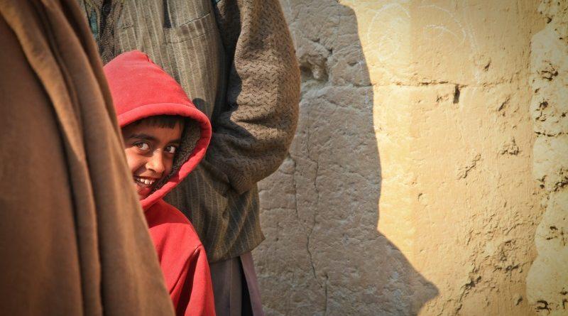 Pesquisa estima percepção de felicidade e bem-estar individual em mais de 150 países
