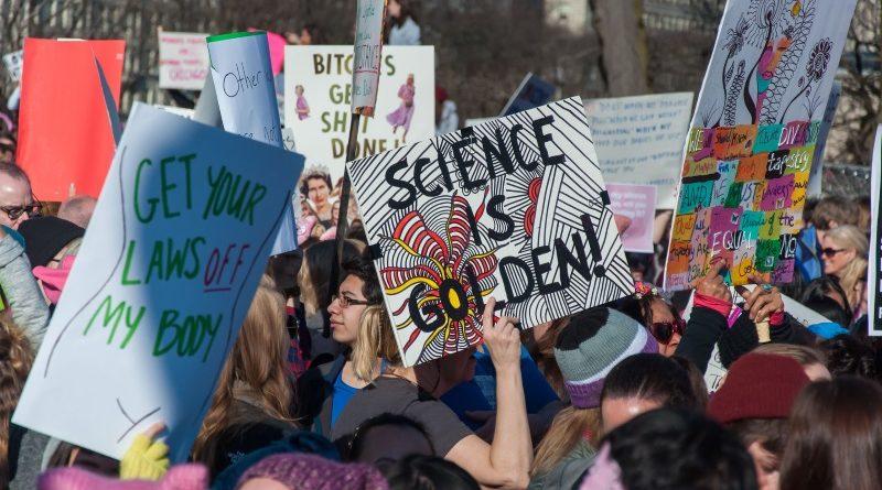 Expectativa dos organizadores da Marcha pela Ciência nos EUA é repetir a dimensão e o impacto da Marcha das Mulheres, realizada em janeiro passado (crédito: bradhoc/Flickr - CC BY 2.0)