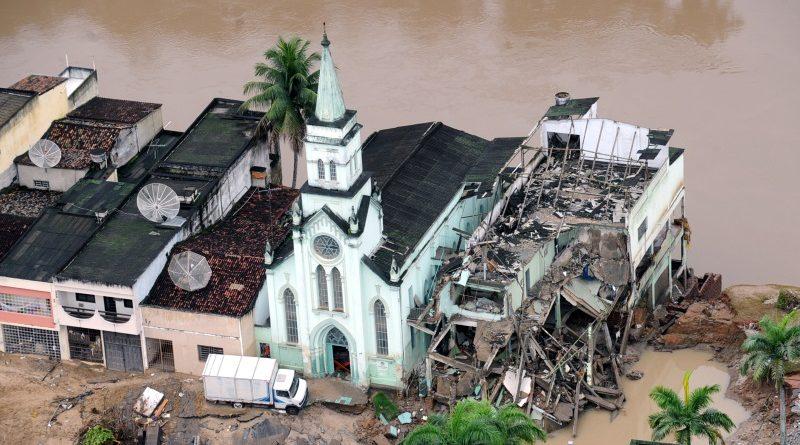 Enchente na cidade de Palmares, no interior de Pernambuco, em junho de 2010 (crédito: Antônio Cruz/Agência Brasil - CC 3.0)