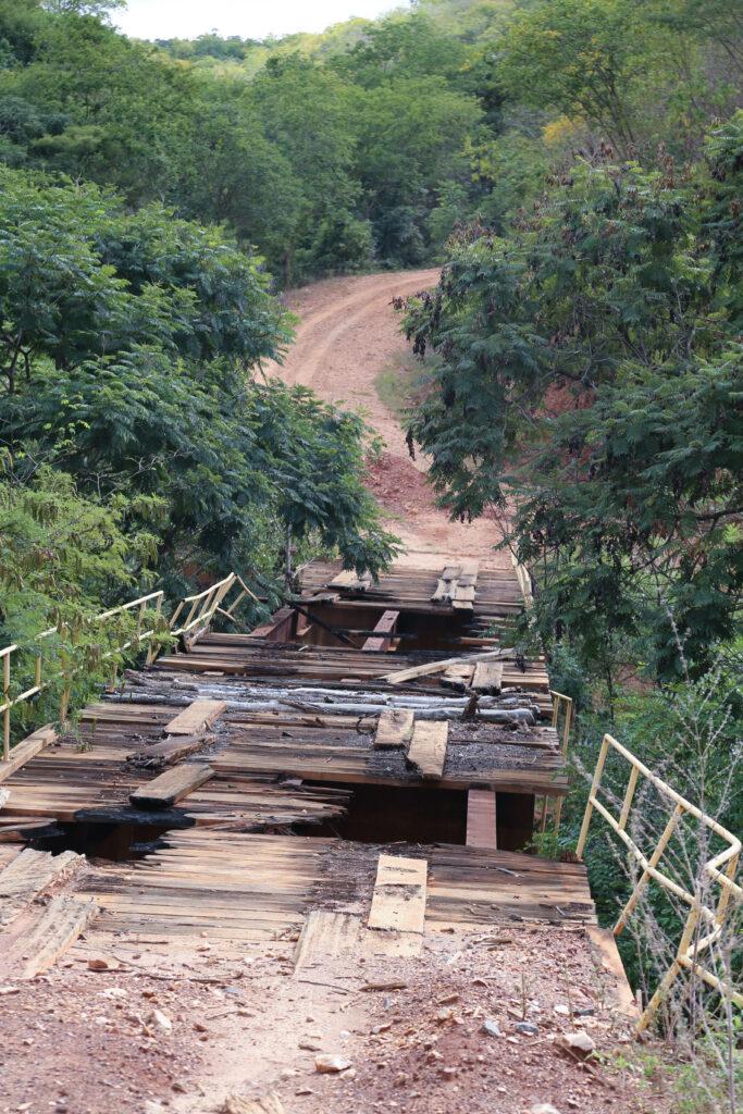 Ponte quebrada. Foto: Jorge Novais/Caixa Alta