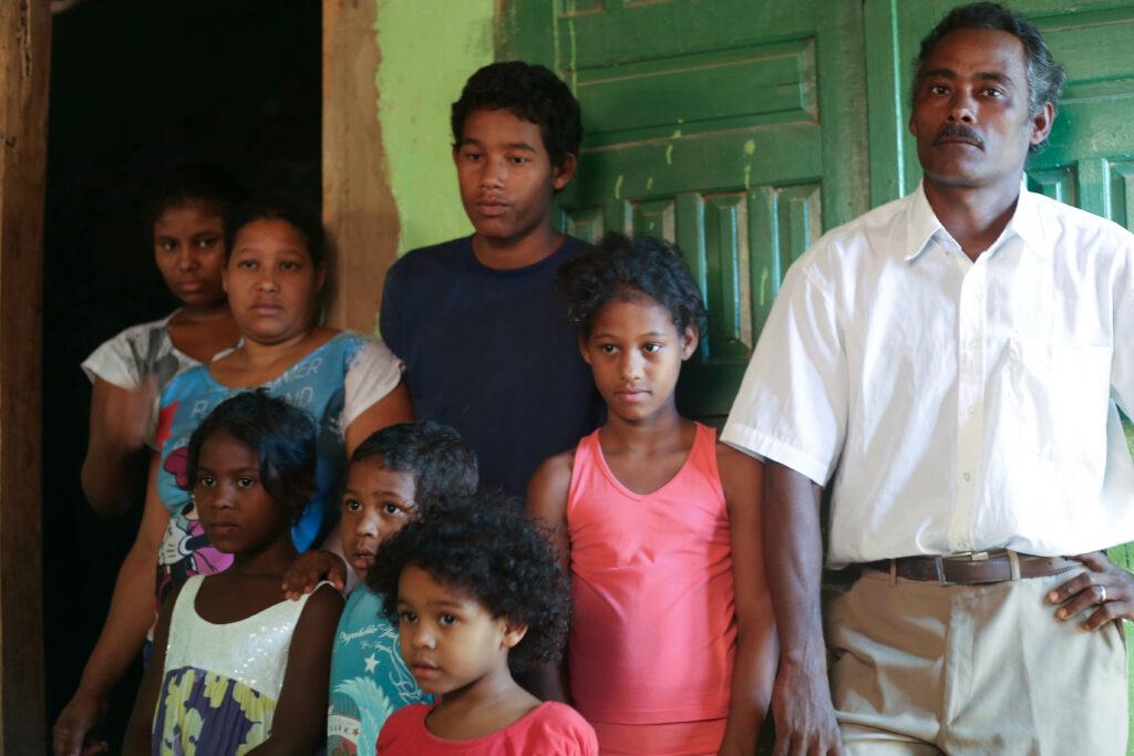 Seu Antonio e a família. Foto: Jorge Novais/Caixa Alta