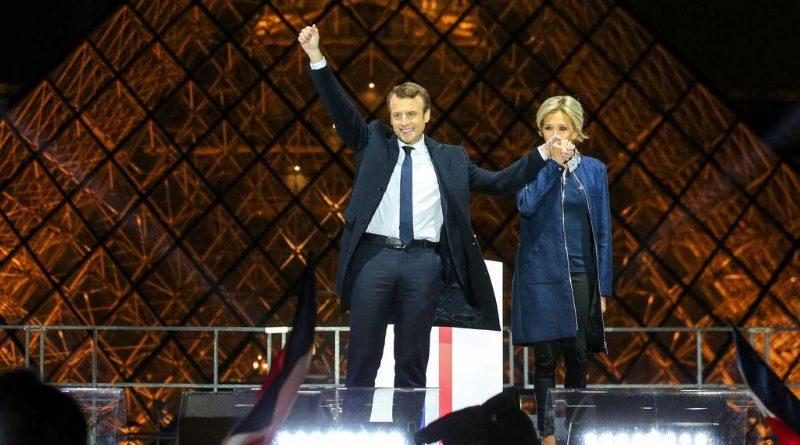 O presidente francês Emmanuel Macron e a primeira-dama Brigitte Trogneux durante celebração da vitória eleitoral em maio passado (crédito: French Embassy in the U.S./Flickr - CC BY-NC 2.0)