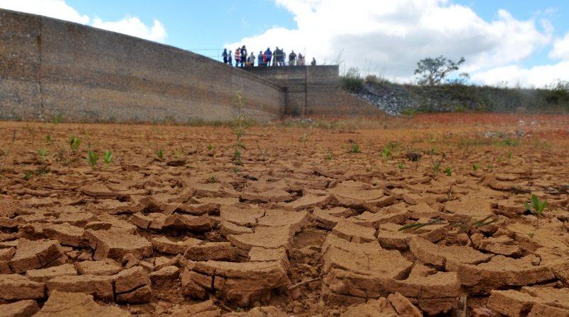 A Barragem de Santa Maria, que abastece parte do Distrito Federal, sofre com a falta de chuvas na região desde o começo de 2016 (crédito: Tony Winston/Agência Brasília - CC BY 2.0)
