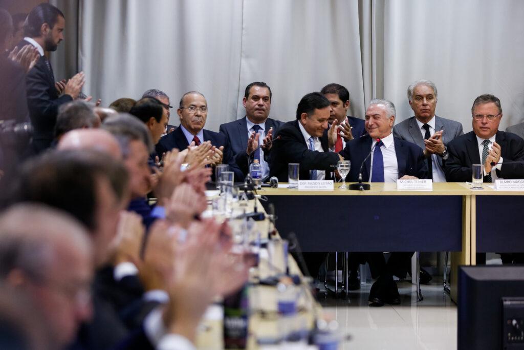 Presidente Temer (à direita, em destaque) durante almoço com membros da Frente Parlamentar da Agropecuária em 01/08 (crédito: Marcos Corrêa/Palácio do Planalto/Flickr - CC BY-NC-SA 2.0)