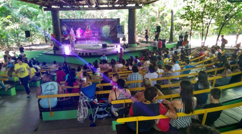 Apresentação teatral no Bosque da Ciência, Parque do Mindu, Manaus/ Amália Safatle