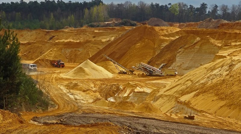 """A mineração é uma das atividades que exploram mais intensamente os recursos naturais da Terra e contribuem para o esgotamento do """"orçamento ecológico"""" do planeta"""