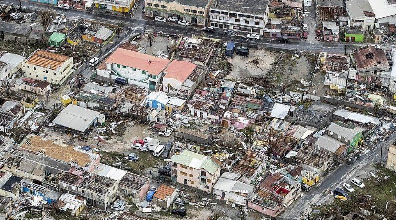 Cenas de destruição na ilha de São Martinho, possessão holandesa no Caribe, após a passagem do furacão Irma em setembro de 2017 (crédito: Ministry of Defense of the Netherlands - CC 1.0)