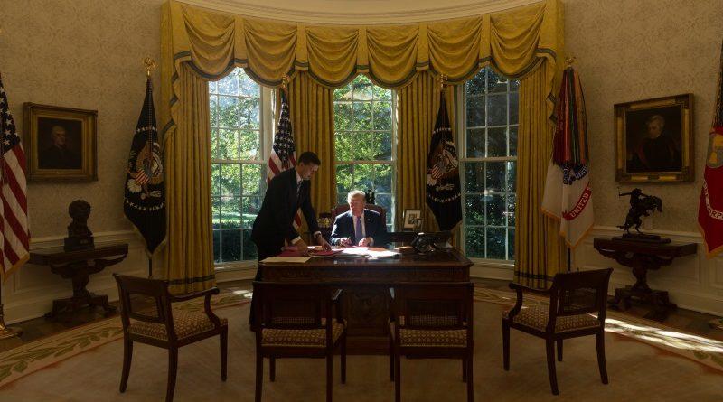 """Notório """"cético"""" da mudança do clima, Donald Trump colocou os Estados Unidos em uma posição de isolamento nas discussões internacionais sobre o tema (Foto: D; Myles Cullen/The White House/Flickr - Domínio Público)"""