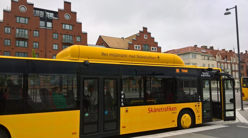 A maioria dos ônibus na Suécia possui um design diferente em função do tanque de armazenamento de biometano. Foto: Marco Tsuyama Cardoso
