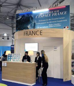 """Pavilhão francês na COP 23 destaca a frase """"Make the Planet Great Again"""", que faz alusão ao principal slogan de campanha do presidente dos EUA, Donald Trump (crédito: Bruno Toledo/P22)"""