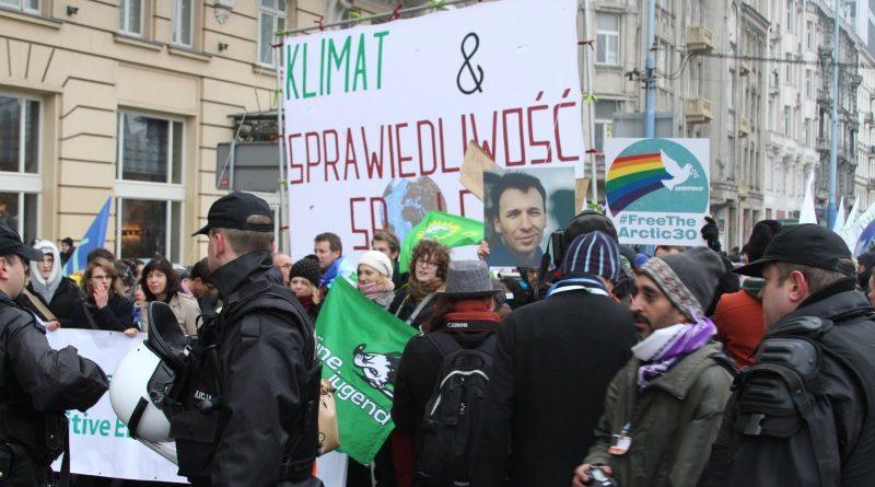 Manifestação da sociedade civil durante a Conferência do Clima de Varsóvia (COP 19) de 2013, na Polônia; protestos e mobilizações de rua poderão ser proibidas durante a Conferência de Katowice (COP 24), que acontecerá em dezembro (crédito: Bruno Toledo/Observatório do Clima)