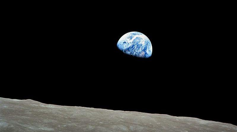"""William Anders/ Nasa. Conhecida como """"Nascer da Terra"""", é a primeira foto deste planeta feita a partir da órbita lunar pela missão Apollo 8"""