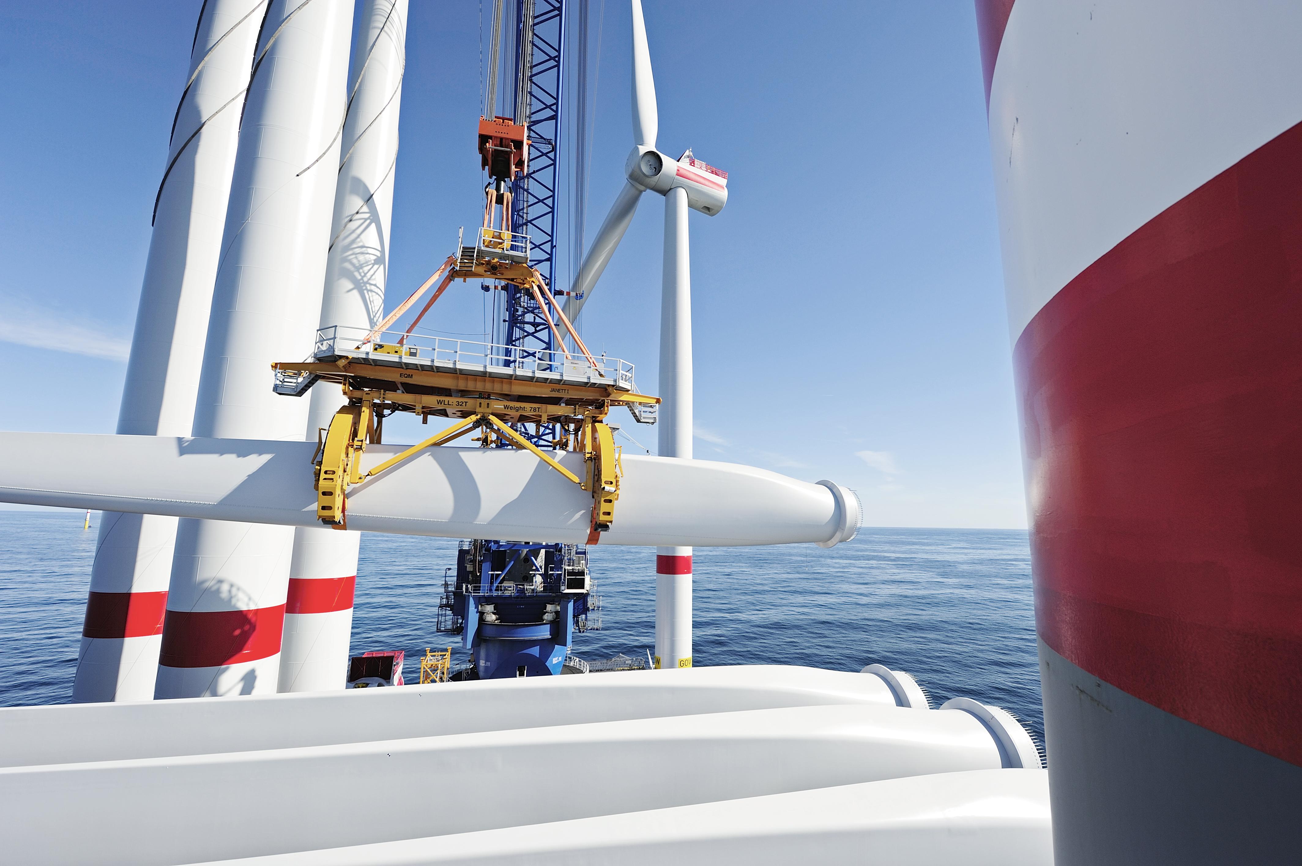 Construção do Parque Eólico Gode, parque eólico offshore localizado a noroeste de Norderney, na parte alemã do Mar do Norte.